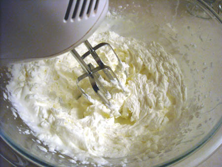 whipping cream for Chinese cake